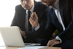a benefits consultant speaking with a business owner about employee benefits compliance