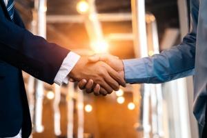 Business owner shaking insurance broker hand for Self funded insurance plans