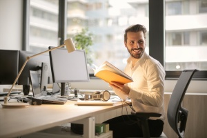 man sitting at his desk looking up How does level fundingwork